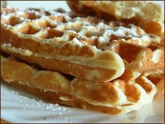 Gaufres de Christophe Michalak (utilise 3 blancs d'oeufs) Chef Recipes, Sweet Recipes, Cooking Recipes, Breakfast Items, Breakfast Recipes, Chefs, Waffle Shop, Algerian Recipes, Brioche Bread
