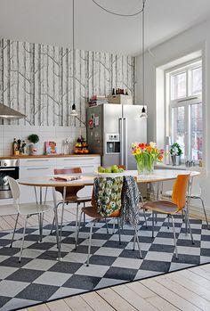 Esto me encanta. Es el mismo papel que mi baño de invitados pero en otro color. Puedes poner todas las paredes porque no agobia nada. #kitchen #wallpaper #trees