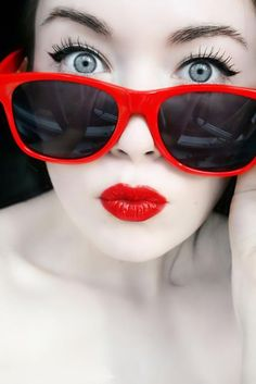 Red lips - Red glasses
