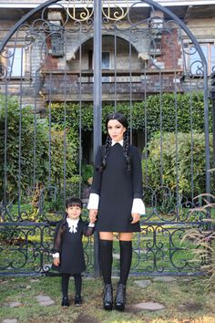 10 Best Easy Family Halloween Costumes with Kids Halloween Costumes Adams Family, Wednesday Addams Halloween Costume, Addams Family Costumes, Baby Girl Halloween Costumes, Halloween Outfits, Wednesday Adams Costume, Wednesday Addams Makeup, Mother Daughter Halloween Costumes, Black Dress Halloween Costume