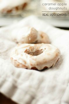 Low Carb Recipes To The Prism Weight Reduction Program Skip Going Out In The Cold And Make These Caramel Apple Doughnuts Yourself They're The Best Sweet Fall Treat Donut Recipes, Apple Recipes, Pumpkin Recipes, Cooking Recipes, Breakfast Items, Breakfast Recipes, Breakfast Cafe, Breakfast Pastries
