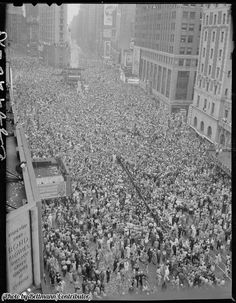 2 million people clebrating the end of World War 2 on 8th May 1945 in Time Square New York