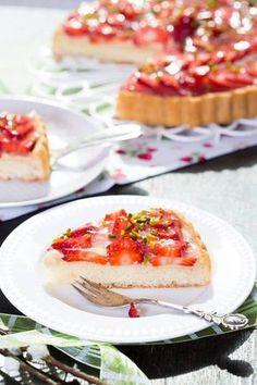 Une très belle tarte aux fraises, qui est déclinable à la framboises, ou mieux fraises framboises.