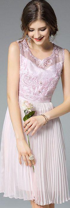 Light Pink Sleeveless Embroidered Pleated Dress