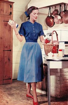 Aspiring domestic GodessLiving with the dream of being a traditional housewife!♡ Obessed with femininity ♡ Estilo Retro, Vintage Girls, Retro Vintage, Vintage Kitchen, 1950s Fashion, Vintage Fashion, Vintage Housewife, 1950s Housewife, Idda Van Munster