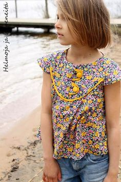 Hemlines and hepeneitä: Love at first stitching - Liberty of London love Sewing Kids Clothes, Sewing For Kids, Diy For Kids, My Liberty, Liberty Of London, Collars For Women, Handmade Clothes, Girl Outfits, Bebe