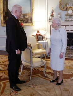 Queen Elizabeth II Photos Photos - Queen Elizabeth II meets the First Minister of Wales Carwyn Jones during a private audience at Buckingham Palace on December 8, 2016 in London, United Kingdom. - The Queen Receives First Minister of Wales Carwyn Jones