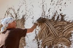 Richard Long doing what he does best... painting wif mud.