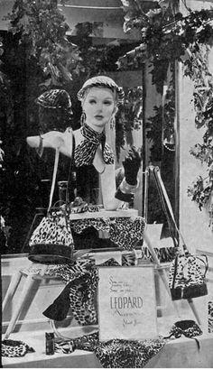 1956 Handbag Fashions Vintage Store Displays, Store Window Displays, Vintage Stores, Vintage Display, Fashion Window Display, Window Display Design, Fifties Fashion, Vintage Fashion, Vintage Mannequin