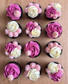 And a touch of gold 🤗🤩 chocolate cupcakes – Anne Olsen Pink pink pink! And a touch of gold 🤗🤩 chocolate cupcakes Pink pink pink! And a touch of gold 🤗🤩 chocolate cupcakes Cupcakes Design, Floral Cupcakes, Fancy Cupcakes, Fluffy Cupcakes, Gold Cupcakes, Chocolate Cupcakes Decoration, Dessert Decoration, Decorations, Spring Cupcakes
