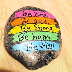 35 awesome painted rocks quotes design ideas rock sayings, rock quotes Rock Painting Patterns, Rock Painting Ideas Easy, Rock Painting Designs, Painting For Kids, Diy Painting, Rock Sayings, Rock Quotes, Short Quotes, Painted Rocks Kids