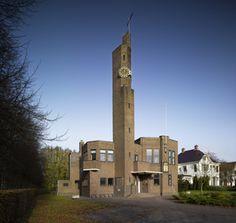 Het Raadhuis van Usquert werd gebouwd tussen 1928 en 1930 naar een ontwerp van Berlage.