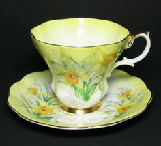 Vintage Royal Albert Yellow Daffodil Tea Cup and Saucer! WONDERFUL Cheery Daffodils Herald the Coming of Spring in this Beautiful set by Royal Albert. In the Lyric Style of Royal Albert! China Cups And Saucers, Teapots And Cups, Teacups, Royal Albert, Cup And Saucer Set, Tea Cup Saucer, Vintage China, Vintage Tea, Yellow Tea Cups