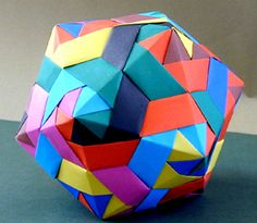 A VERY INGENIOUS WAY TO CONSTRUCT AN ICOSOHEDRON... I TAKE MY HAT OFF TO THIS ONE! THIS IS ORIGAMI AT ITS BEST...