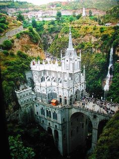 El Santuario de Las lajas, en Colombia.