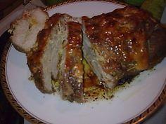 Χοιρινό γεμιστό ρολό ιδανικο για το γιορτινο σας τραπεζι πεντανοστιμο.. υλικα 1 κιλό πανσέτα χοιρινή (ζητήστε να σας το ανοίξουν, όπως στην φωτογραφία από τον κρεοπώλη) 3 ράβδους γραβιέρα 2-3 ράβδους ρεγκάτο λίγες μακρόστενες λωρίδες από διάφορες πιπεριές (μπορείτε και μόνο με πράσινη} 4-5 φετούλες μπέικον (προαιρετικά γίνεται πιο νόστιμο) μουστάρδα ελάχιστο αλάτι πιπέρι 3 […] Roast Beef Recipes, Lamb Recipes, Greek Recipes, Meat Recipes, Cooking Recipes, Chicken Recipes, Pork Dishes, Tasty Dishes, Food Network Recipes