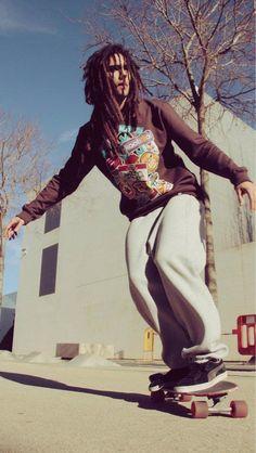 Moda Kaotiko - LookBook: Tienda online de ropa urbana y streetwear. Skateboard Pictures, Skate Surf, Skater Style, Grab Bags, Zine, Skater Fashion, Surfing, Street Wear, Lifestyle