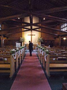 チャペルの装花 花を飾るのではなくサポートをする 聖オルバン教会さまへ : 一会 ウエディングの花