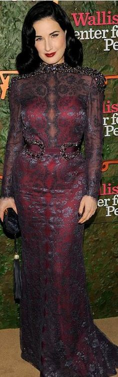 Who made Dita Von Teese's scallop lace gown, jewelry, and shoes?