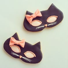 black cat mask cookies