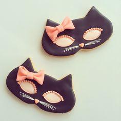 black cat mask cookies