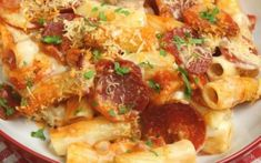 Πένες με 4 τυριά και σαλάμι Lasagna, Cauliflower, Chicken, Meat, Vegetables, Ethnic Recipes, Food, Cheese, Cauliflowers