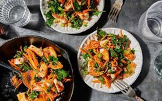 25 Low-Carb Dinners Under 15 Grams of Carbs Stir Fry Recipes, Lunch Recipes, New Recipes, Cooking Recipes, Healthy Recipes, Healthy Dinners, Favorite Recipes, Entree Recipes, Dinner Healthy
