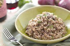Il risotto con pasta di salame e Bonarda racchiude tutti i sapori e i profumi dell'Oltrepò pavese: un primo piatto ricco e saporito!