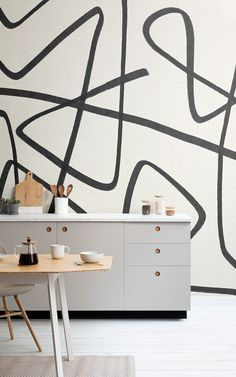 Create a dynamic feature wall that will add a unique aspect to your interior theme with the Black and Beige Wavy Line Abstract Wallpaper Mural. Kitchen Wallpaper Murals, Wallpaper Doodle, Beige Wallpaper, How To Hang Wallpaper, Normal Wallpaper, Drawing Wallpaper, Cool Wallpaper, Ligne Continue, Doodles