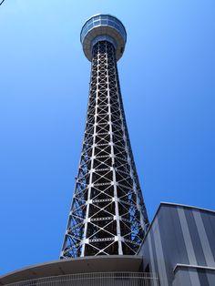 横浜開港100周年の記念事業として1961年に建設された横浜のシンボル。 高さ106m、2層の展望フロア、360度の大パノラマから見える夜景は必見。 2階まで吹き抜けのホールには山下清画伯の壁画やマリンタワーが灯台だった頃に使用されていた灯具が展示。レストランやバーも併設。 電話番号:045-664-1100