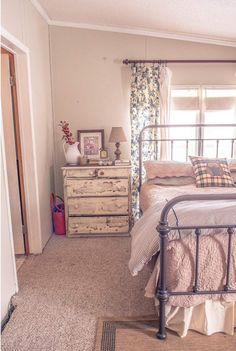 Manufactured Home Decorating Ideas: Chic Country Cottage Mobile Home Living Unique Home Decor, Home Decor Styles, Cheap Home Decor, Mobile Home Living, Home And Living, Living Room, Cottage Living, Cottage Chic, Home Renovation
