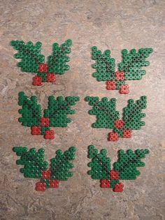kristtjørn i hama perler Hama Beads Design, Diy Perler Beads, Perler Bead Art, Pearler Bead Patterns, Perler Patterns, Quilt Patterns, Christmas Perler Beads, Beaded Christmas Ornaments, Motifs Perler