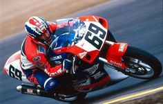 Nicky Hayden on a Suzuki GSXR with a Doohan helmet. Nicky Hayden, Cycling, Helmet, Motorcycle, Hero, Vehicles, Memories, Board, Memoirs
