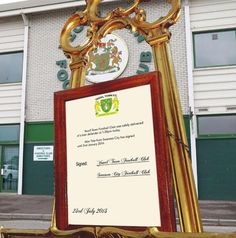 Yeovil Town FC capitalise on the royal baby by announcing their latest transfer on a golden easel #Chelsea