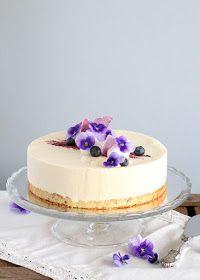 pikku murusia: Mustikka-kardemummajuustokakku Vanilla Cake, Food Inspiration, Cheesecake, Food And Drink, Baking, Desserts, Tailgate Desserts, Deserts, Cheese Cakes