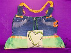 Upcycling-Handbag, Freakystyle  Ich war mal eine Jeans, ein Fadenvorhang und ein Kostüm!  Der grüne Jerseystoff mit Herzmotiv ist eine versteckte Aussentasche mit Magnetverschluss! Der Träger dieser Tasche wurde aufwendig aus einem Fadenvorhang geflochten, alle orangefarbenen Maschen wurden von Hand gefertig....