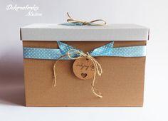 Tekturowe pudełko na kartki ślubne, ozdobione uroczą wstążką.  Do kupienia w sklepie internetowym Madame Allure!