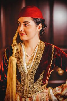 Greek woman in Folk costume Mediterranean People, Ottoman, Greek Clothing, Folk Costume, Dance Costumes, Costume Design, Traditional Outfits, Pure Products, Greek Woman