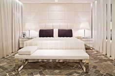 Loft Urbano. Tudo é branco no ambiente de Margit Soares, exceto o aconchegante tapete cinza - 12ª Mostra Artefacto de Curitiba