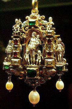 Gold enamelled gem-set pendant