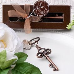Vintage Skeleton key themed key chain - Turn up the romantic atmosphere and vintage appeal with these unique skeleton key keychain favors Keys have changed over the years, but the classic skeleton key design still brings the image of elegance, old world c