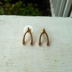 Lightweight gold wishbone stud earrings