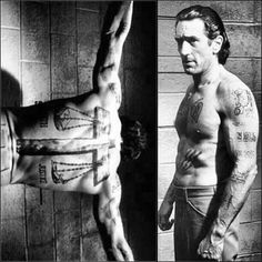 Robert De Niro's Penitentiary Workout for Cape Fear. De Niro's program involved all body weight exercises just as a real prisoner would most likely perform while in jail. Body weight exercises like dips, chin-ups, pull-ups, and push-ups were used in addition to performing 600 crunches a day which sculpted the actor's abdominals and gave him a total body muscle building workout. Training days were split into pushing (push-ups, dips, squats) and pulling days (pull-ups, chin-ups, rows).