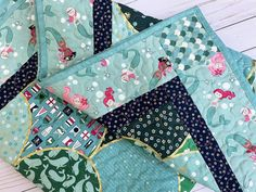 Easy Clamshell Panel Quilt + Mini Tutorial! | Fabric: Ahoy! Mermaids by Melissa Mortenson for Riley Blake Designs Clamshell Quilt, Simple Borders, Panel Quilts, Gold Sparkle, Surfs Up, Quilting Tips, Fabric Panels, Mermaids, Sewing