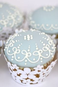 lace wedding cupcakes - these would like fantastic on one of our sweet carts!