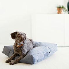 Höyhensaari dog bed