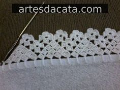 You certainly have seen one or another crochet nozzle around, even if you didn't know that was the name. This is because the crochet nozzle, which is also Crochet Boarders, Crochet Edging Patterns, Crochet Lace Edging, Crochet Trim, Love Crochet, Filet Crochet, Crochet Doilies, Crochet Stitches, Crochet Baby