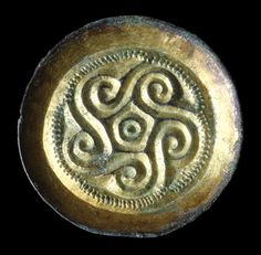 Saxon Brooch Detail Gilded Saxon brooch from Park Lane cemetery site, Croydon. Medieval Jewelry, Viking Jewelry, Ancient Jewelry, Medieval Art, Antique Jewelry, Wiccan Jewelry, Silver Jewellery, Anglo Saxon History, Tudor History