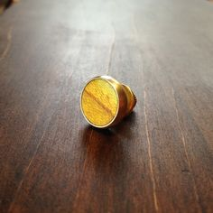「大輪(たいりん)」◆ラペルピン、タイタック、ブローチなどとして、 洋服やネクタイ、帽子やカバンなどいろいろなところを さり気なく彩ります。◆木の種類 ニガキ...|ハンドメイド、手作り、手仕事品の通販・販売・購入ならCreema。