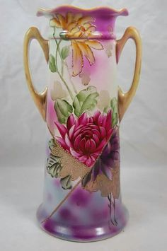 ... China Painting, Ceramic Painting, Fine Porcelain, Porcelain Ceramics, Painted Porcelain, Vintage Vases, Antique Vases, Antique China, Glass Paperweights